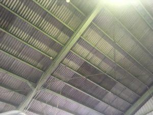 雨漏りしていた工場の屋根を直しました